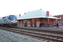 Amtrak-Zug auf der Cardinal route fährt ein in die Culpeper Station