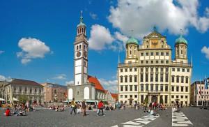 Das Augsburger Rathaus ist zusammen mit dem Perlachturm das Wahrzeichen der Stadt Augsburg