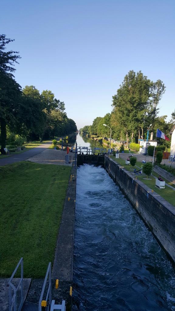 Des öfteren geht es entlang an den Kanälen des Elsass.